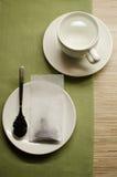 Zubereitung einer Tasse Tee Stockfotos