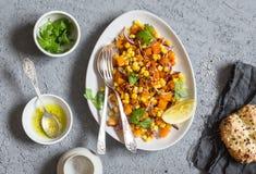 Zucca al forno e valerianella Alimento vegetariano sano immagini stock libere da diritti