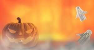 Zucca arancio di Halloween 3d-illustration Halloween con i fantasmi illustrazione vettoriale