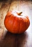 Zucca di autunno sulla tavola di legno Bello thanksg della zucca di autunno Fotografie Stock