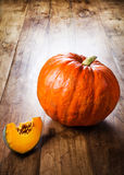 Zucca di autunno sulla tavola di legno Bello thanksg della zucca di autunno Fotografie Stock Libere da Diritti
