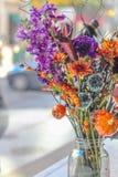 Zucca di festival dei fiori del mazzo di Halloween fotografia stock