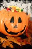 Zucca di Halloween con Candy Fotografie Stock Libere da Diritti