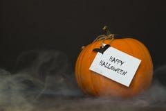 Zucca di Halloween con fumo su un fondo nero Fotografia Stock Libera da Diritti