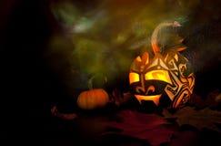 Zucca di Halloween con la candela all'interno Fotografie Stock Libere da Diritti