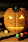 Zucca di Halloween con la caramella Immagine Stock