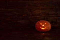 Zucca di Halloween delle lanterne di Jack o su fondo di legno Immagini Stock