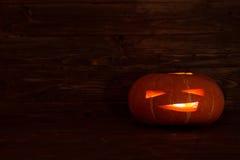 Zucca di Halloween delle lanterne di Jack o su fondo di legno Immagine Stock Libera da Diritti