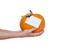 Zucca di Halloween a disposizione, isolato Fotografia Stock Libera da Diritti