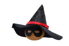 Zucca di Halloween nel cappello della strega e nella mascherina nera Fotografia Stock Libera da Diritti