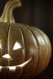 Zucca di Halloween sul fondo di legno di Rustick di lerciume Fotografie Stock
