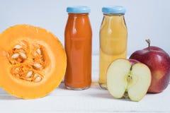 Zucca di Juice Apple Juice Succo fresco Spremuta naturale Zucca di Apple fotografie stock