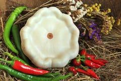 Zucca di Pattypan e peperoni di peperoncino rosso immagine stock libera da diritti