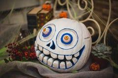 Zucca dipinta spaventosa bianca di Halloween Fotografie Stock