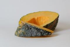 Zucca gialla tailandese affettata isolata con fondo bianco Fotografie Stock Libere da Diritti