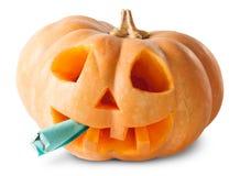 Zucca Halloween Jack O_Lantern con la sigaretta falsa Fotografia Stock Libera da Diritti