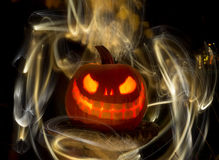 Zucca o Jack-O-lanterna scolpita d'ardore con le luci Fotografie Stock Libere da Diritti