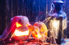 Zucca per Halloween su un fondo di legno immagini stock libere da diritti