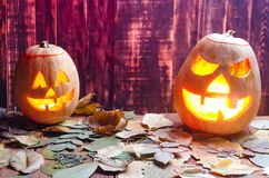 Zucca per Halloween su un fondo di legno fotografie stock libere da diritti