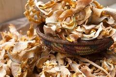 Zucca secca nel vimine di bambù variopinto immagine stock libera da diritti