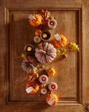 Zucche con le candele contro fondo di legno Fotografia Stock Libera da Diritti