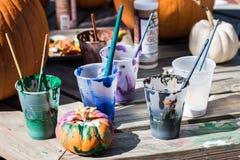 Zucche della pittura nel parco fotografia stock