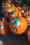 Zucche di Halloween con i fronti divertenti Fotografie Stock Libere da Diritti