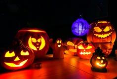 Zucche di Halloween a paesaggio di buio di notte Fotografie Stock Libere da Diritti