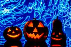 Zucche di Halloween su fondo blu Fotografia Stock