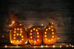 Zucche di Halloween su fondo di legno Fotografia Stock Libera da Diritti