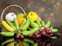 Zucche e banana ed uva Immagine Stock