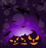 Zucche minacciose di Halloween sul fondo di luce della luna Fotografie Stock