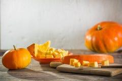 Zucche sulla tavola di legno Immagini Stock