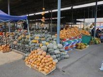 Zucche in un mercato di strada immagine stock libera da diritti