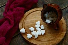 Zucchero bianco su una base di legno fotografia stock