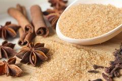 Zucchero bruno con le spezie dolci Immagine Stock