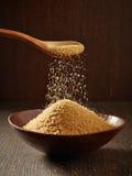 Zucchero bruno in una ciotola Fotografia Stock Libera da Diritti