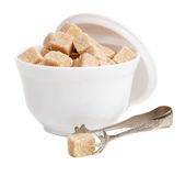 Zucchero bruno in una ciotola Immagini Stock Libere da Diritti