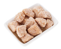 Zucchero di canna del grumo del Brown in un zucchero-bacino rettangolare Immagine Stock