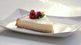 Zucchero di versamento su torta di formaggio archivi video