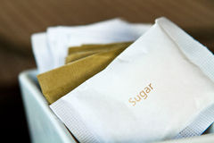 Zucchero nel pacchetto di carta Immagini Stock Libere da Diritti
