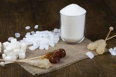 Zucchero su un tovagliolo del tessuto Immagine Stock