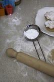 Zucchero a velo con i mince pie di Natale Fotografia Stock