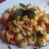 Zucchine gamberetti e жулика Gnocchi Стоковые Изображения RF