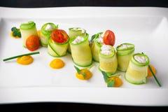 Zucchini angefüllt mit Quark und Meeresfrüchten Italienische Gaststätte menü lizenzfreies stockbild