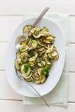 Zucchini Antipasti auf einer Platte Stockfotos