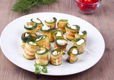 Zucchini arrostito con feta Immagini Stock