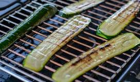 Zucchini arrostito sulla griglia fotografia stock