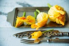 Zucchini com flores Imagem de Stock