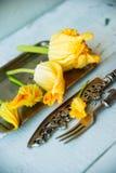 Zucchini com flores Imagens de Stock